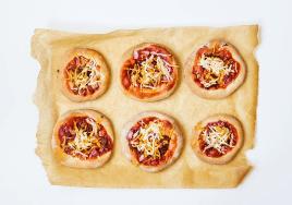 bbq jackfruit mini pizzas